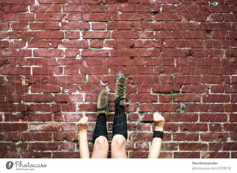 ...und ägschen Mensch Jugendliche Wand Leben Spielen Mauer Beine Fassade Freizeit & Hobby Arme Lifestyle Coolness Fitness Wohlgefühl trendy Sport-Training