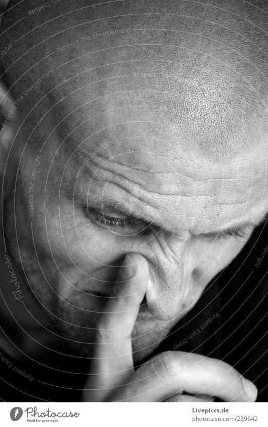 Meschel Mensch maskulin Mann Erwachsene Freundschaft Kopf 1 30-45 Jahre Glatze Denken Aggression bedrohlich kalt stark Wut schwarz weiß Stimmung Kraft Ärger