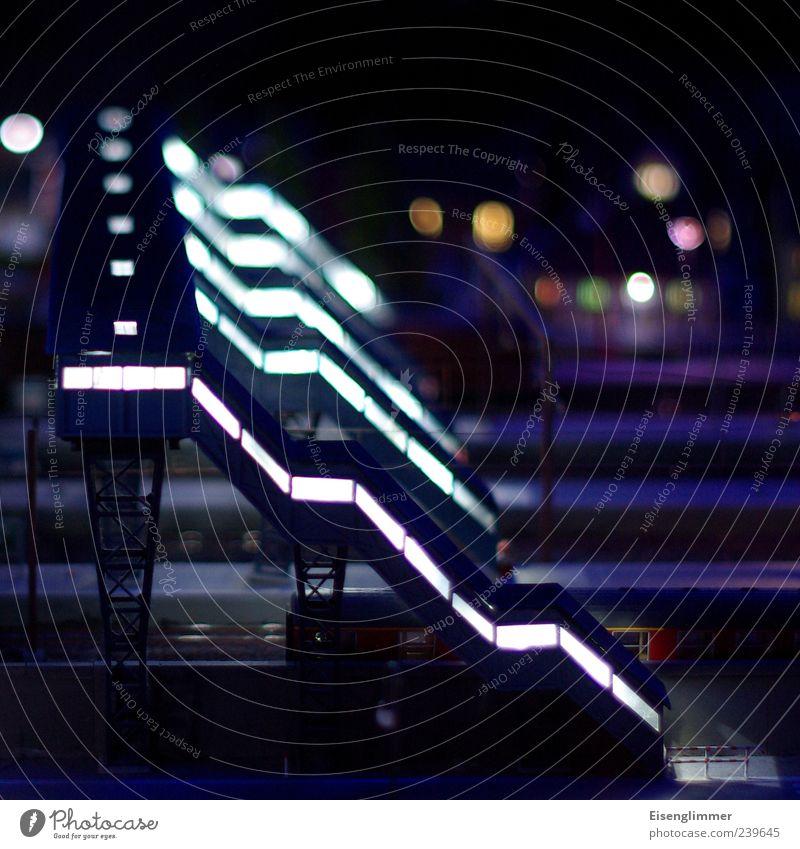 Modelltreppe Bahnhof Brücke Bauwerk Straßenübergang zuführen Treppe Güterverkehr & Logistik Schienenverkehr Bahnsteig Gleise modern Stadt blau ästhetisch