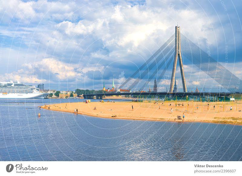 Die Hauptstadt Lettlands Riga im Frühjahr schön Ferien & Urlaub & Reisen Tourismus Sommer Haus Landschaft Himmel Herbst Ostsee Fluss Stadt Skyline Kirche Brücke