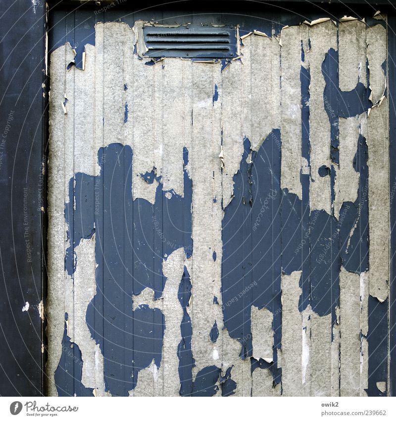 Materialermüdung blau alt weiß Farbe schwarz Wand grau Metall Wandel & Veränderung Vergänglichkeit einfach chaotisch Textfreiraum Zerstörung Container eckig