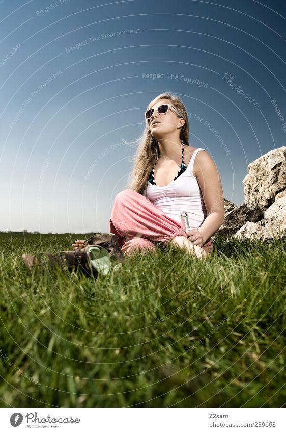 die gedanken sind frei Mensch Natur Jugendliche Sommer Ferien & Urlaub & Reisen ruhig Erholung Wiese feminin Stil Gras träumen Denken Landschaft Zufriedenheit