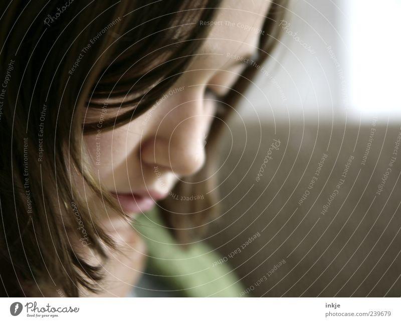 und plötzlich schwindet die Leichtigkeit... Mädchen Jugendliche Leben Gesicht 8-13 Jahre Kind Kindheit brünett Denken Traurigkeit Gefühle Stimmung Sorge Unlust