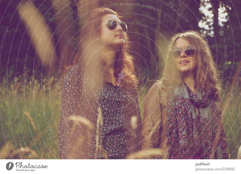 Call us Hippie Lifestyle Stil Mensch feminin Junge Frau Jugendliche Erwachsene 2 18-30 Jahre Kultur Jugendkultur Natur Gras Farn Wiese Wald Bekleidung Jacke