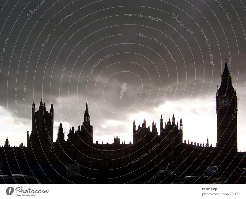 Spooky Houses of Parliament London England gruselig dunkel Gegenlicht Wolken Big Ben Regierung Panorama (Aussicht) Großbritannien Schwarzweißfoto Wahrzeichen