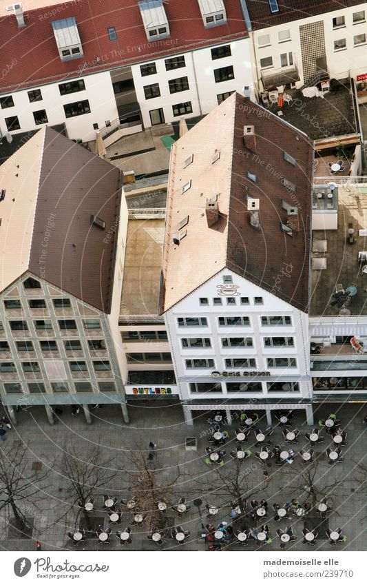 Café Tourismus Ausflug Städtereise Sommer Haus Restaurant Stadt Stadtzentrum Fußgängerzone Platz Bauwerk Gebäude Architektur Mauer Wand Fenster Tür Dach