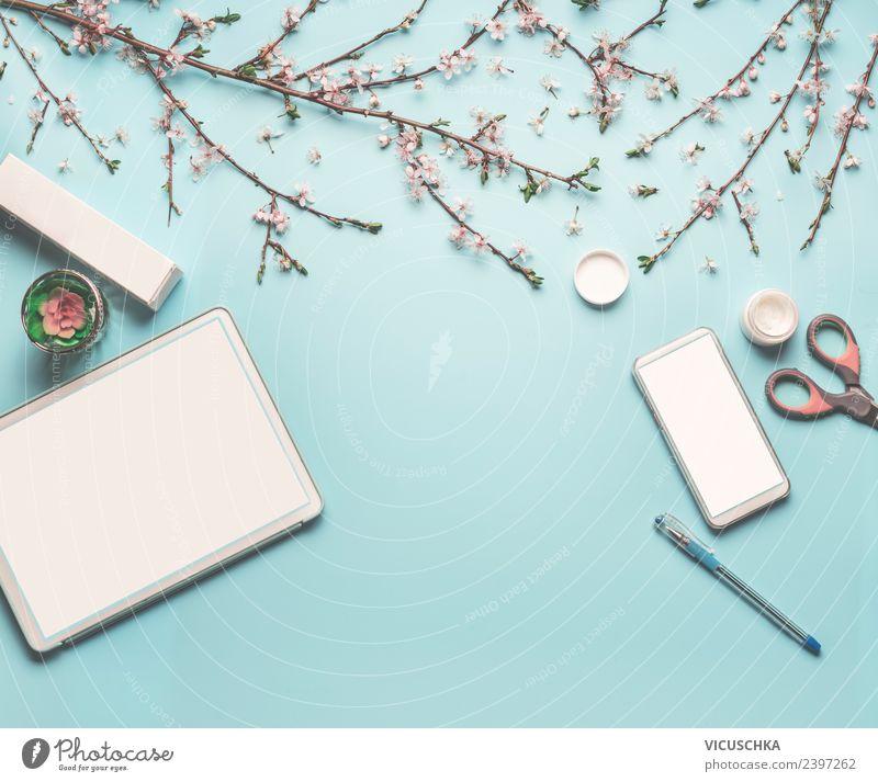 Frühlings Arbeitstisch mit Tablet PC und Smartphone Blume Blatt Hintergrundbild Blüte feminin Stil Business Arbeit & Erwerbstätigkeit Design Büro