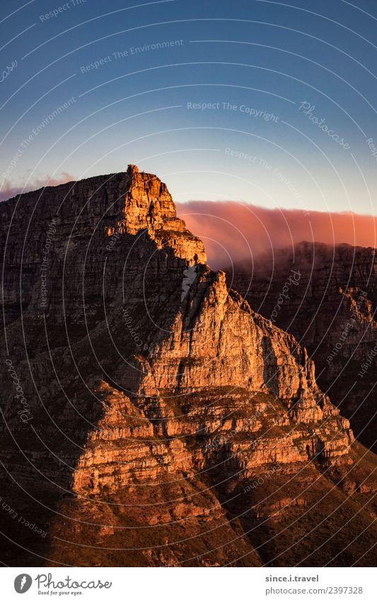 Kapstadt Tafelberg im Sonnenuntergang Südafrika Natur Landschaft Urelemente Himmel Sommer Schönes Wetter Felsen Berge u. Gebirge Gipfel Afrika Sehenswürdigkeit