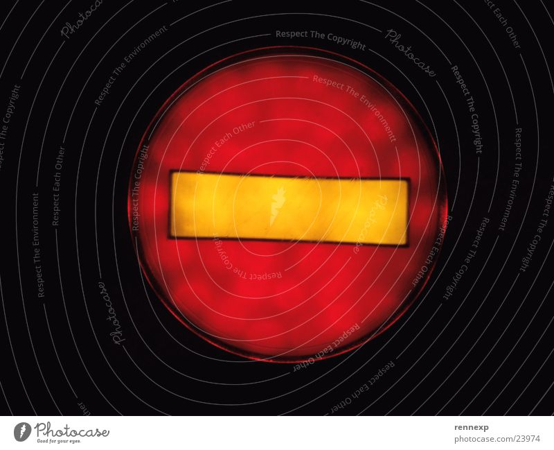 !!! Stop !!! Linie Licht Lampe Rolltreppe Piktogramm stoppen Halt beenden Ende Verbote Aufenthalt Einbahnstraße Hinweisschild Makroaufnahme Nahaufnahme Zeichen