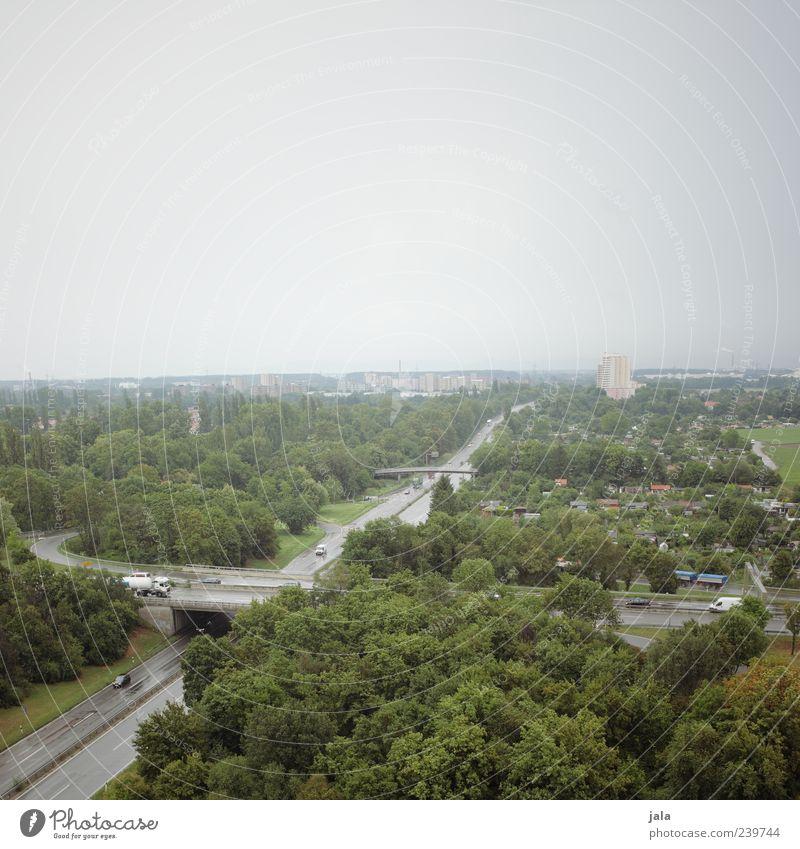 autobahn Himmel Stadt Baum Pflanze Landschaft Straße Wiese Gras Gebäude PKW Verkehr Brücke Sträucher trist Autobahn Lastwagen
