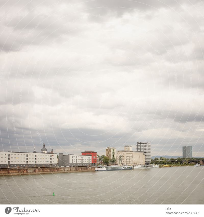 rhein Himmel Stadt Wolken Haus Gebäude Hochhaus trist Fluss Fabrik Bauwerk Schifffahrt Flussufer Rhein Fahrzeug Wasserfahrzeug Passagierschiff