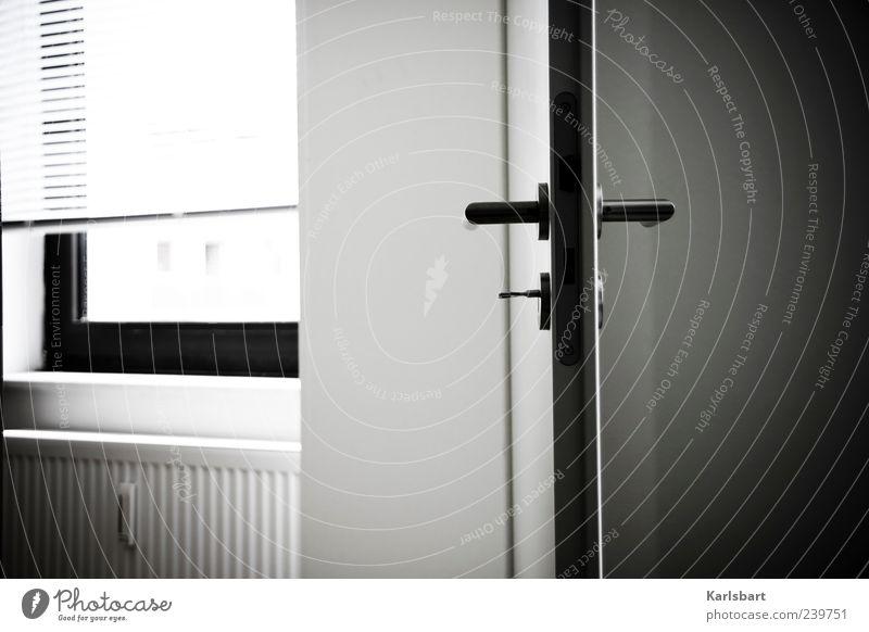 zwischen. durch. Einsamkeit ruhig Fenster dunkel Wand Mauer Innenarchitektur Tür Raum Wohnung Studium Häusliches Leben Lifestyle Schloss Bildung Griff