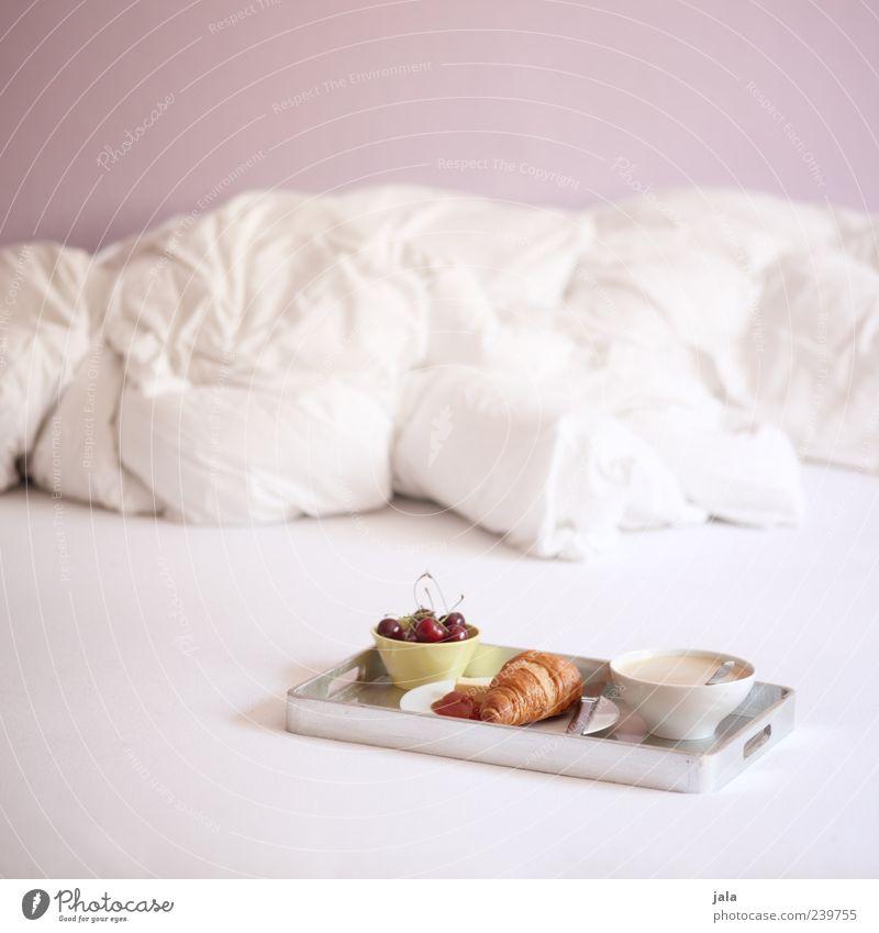 frühstück weiß Ernährung Lebensmittel Frucht rosa Wohnung Getränk Kaffee Häusliches Leben Bett Geschirr lecker Teller Frühstück gemütlich Backwaren