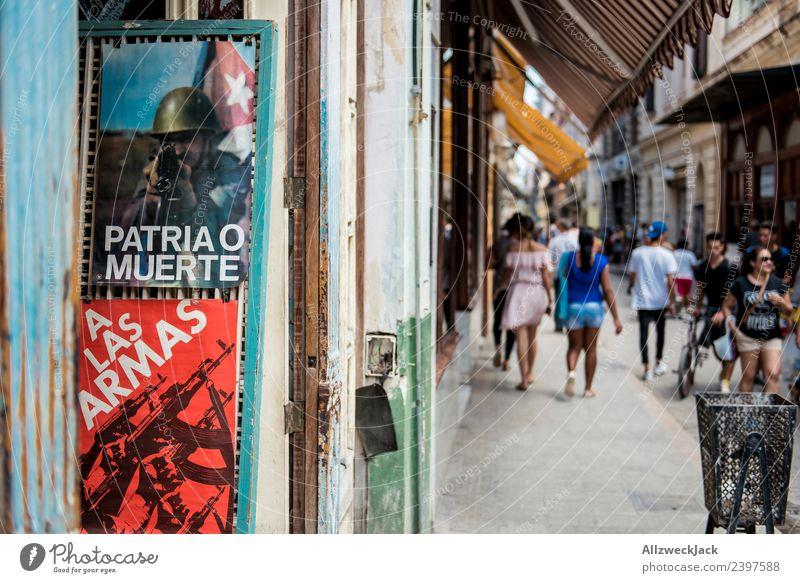Propaganda in der Innenstadt von Havanna Kuba Fußgängerzone Straße Poster Patriotismus Politik & Staat Sozialismus Sommer Reisefotografie Unschärfe