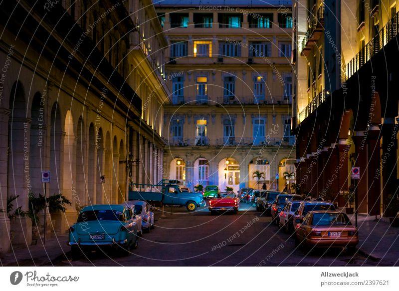 Nachts in einer Straße in Havanna Ferien & Urlaub & Reisen Sommer Haus Reisefotografie Architektur Beleuchtung Wolkenloser Himmel Fernweh Flair Kuba