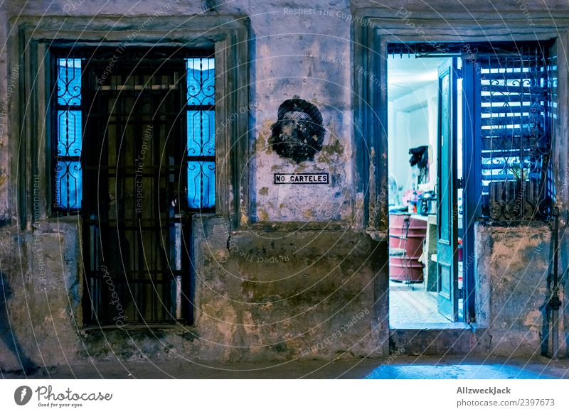 ein Haus nachts in Havanna Kuba Nachtaufnahme Langzeitbelichtung Architektur dunkel erleuchten Licht Beleuchtung Ferien & Urlaub & Reisen Reisefotografie
