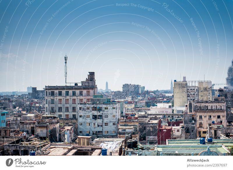 Skyline von Havanna Kuba Insel Sozialismus Ferien & Urlaub & Reisen Reisefotografie Ausflug Sightseeing Stadt Blauer Himmel Wolkenloser Himmel Fernweh Haus
