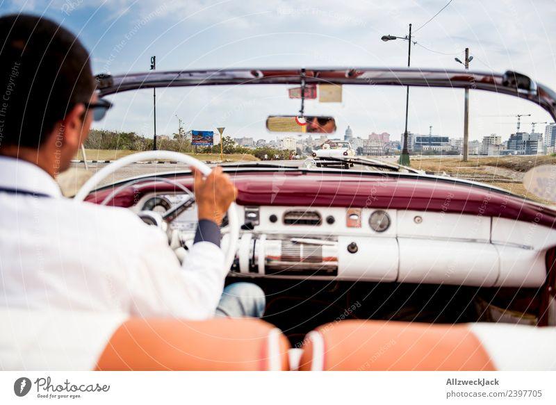 Blick auf die Straße vom Rücksitz aus einem Oldtimer Ferien & Urlaub & Reisen Sommer Stadt Sonne Reisefotografie Tourismus Ausflug Insel Schönes Wetter fahren