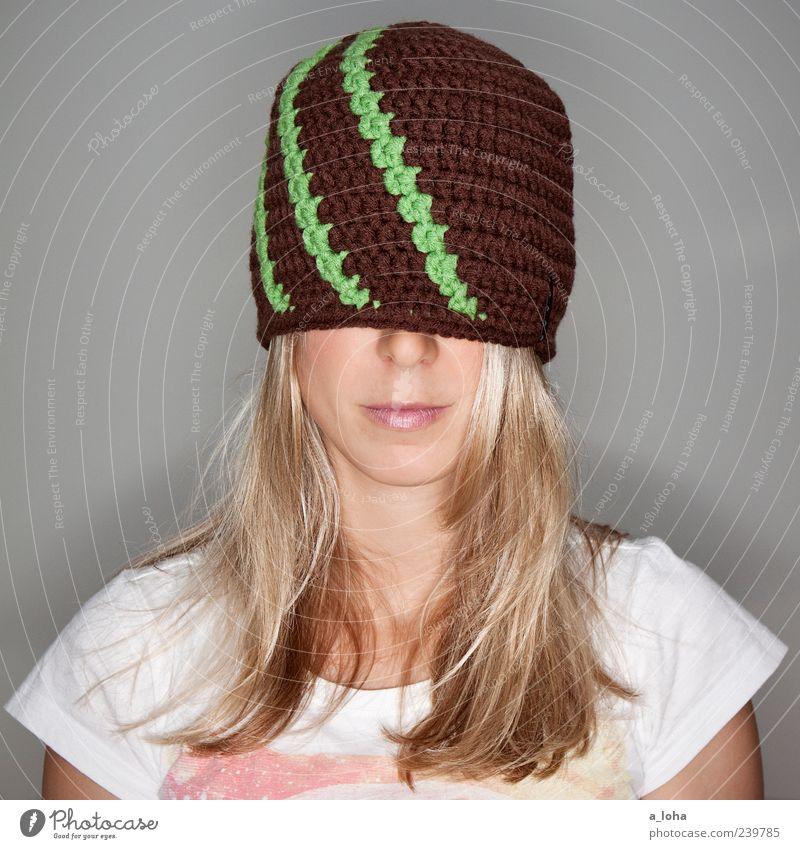*oversized* Mensch Frau grün schön Erwachsene Gesicht feminin Mode Linie braun blond warten 18-30 Jahre Lifestyle T-Shirt Maske
