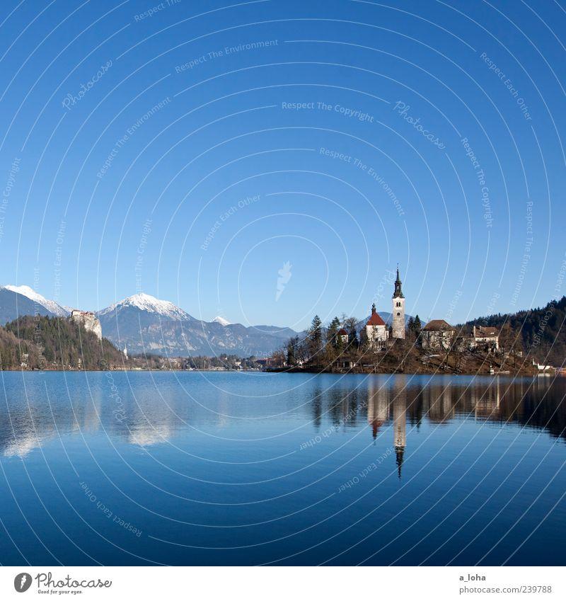 183 Natur Landschaft Wasser Wolkenloser Himmel Frühling Klima Schönes Wetter Alpen Berge u. Gebirge Schneebedeckte Gipfel Seeufer Insel Kleinstadt Altstadt