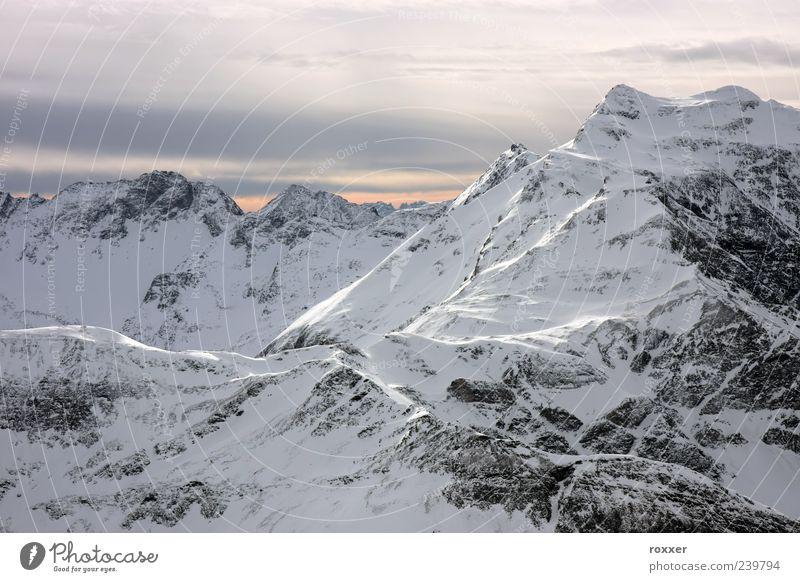 Berg im Winter Ferien & Urlaub & Reisen Tourismus Schnee Winterurlaub Berge u. Gebirge Umwelt Natur Landschaft Himmel Wolken Hügel Alpen Gipfel Gletscher weiß