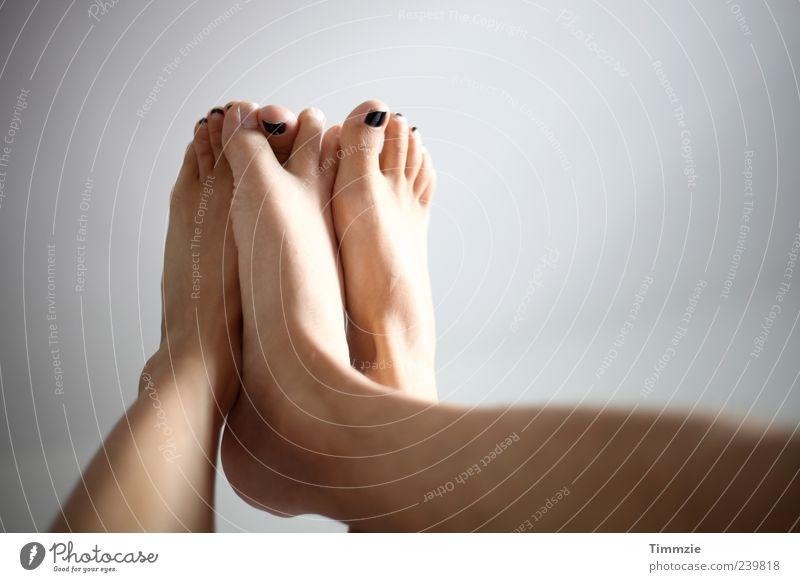 füßeln Freude Liebe Glück Beine Paar Fuß Freundschaft Zusammensein Romantik Verliebtheit Lust Geborgenheit Sympathie Nagellack