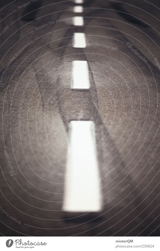 Adrenalin. Geschwindigkeit Zukunft Spuren Asphalt Autobahn gestreift Reifenspuren Schwarzweißfoto Fahrbahnmarkierung Makroaufnahme Beschleunigung Mittelstreifen