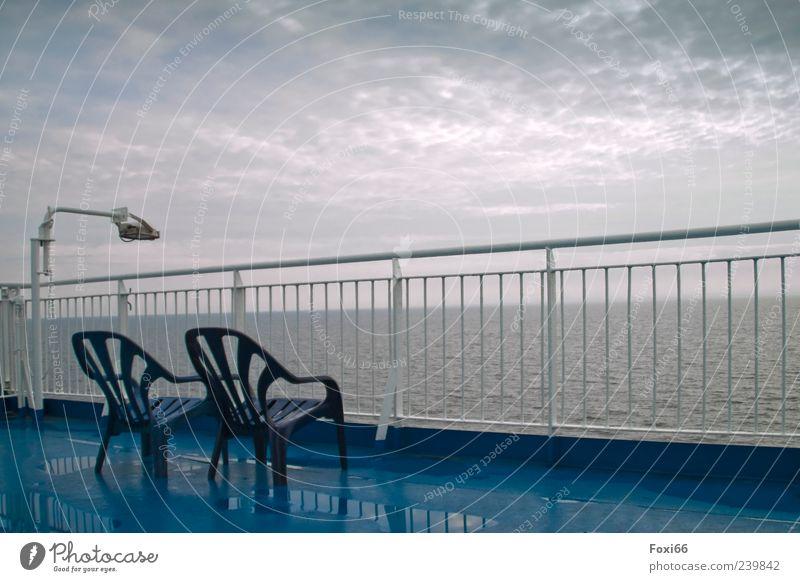 einsame Überfahrt Himmel blau Wasser weiß Ferien & Urlaub & Reisen Sommer Wolken dunkel kalt grau leer Stuhl Kunststoff Ostsee Schifffahrt Stahl