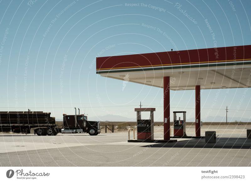 tankstelle Fernfahrer Umwelt Bauwerk Gebäude Verkehr Verkehrsmittel Verkehrswege Güterverkehr & Logistik Lastwagen fahren Tankstelle Pause tanken auftanken