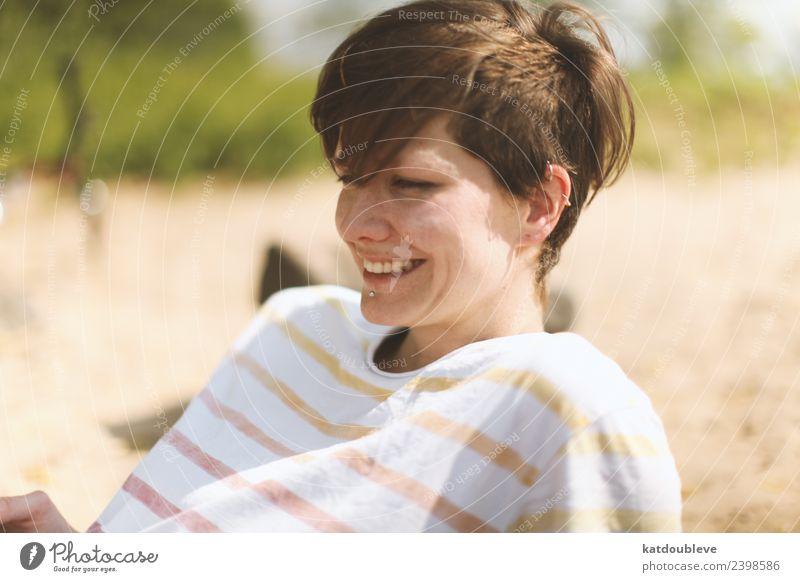 the good taste of sun feminin androgyn Homosexualität Erholung Lächeln lachen frei Freundlichkeit Fröhlichkeit Glück niedlich positiv Stimmung Freude Vorsicht