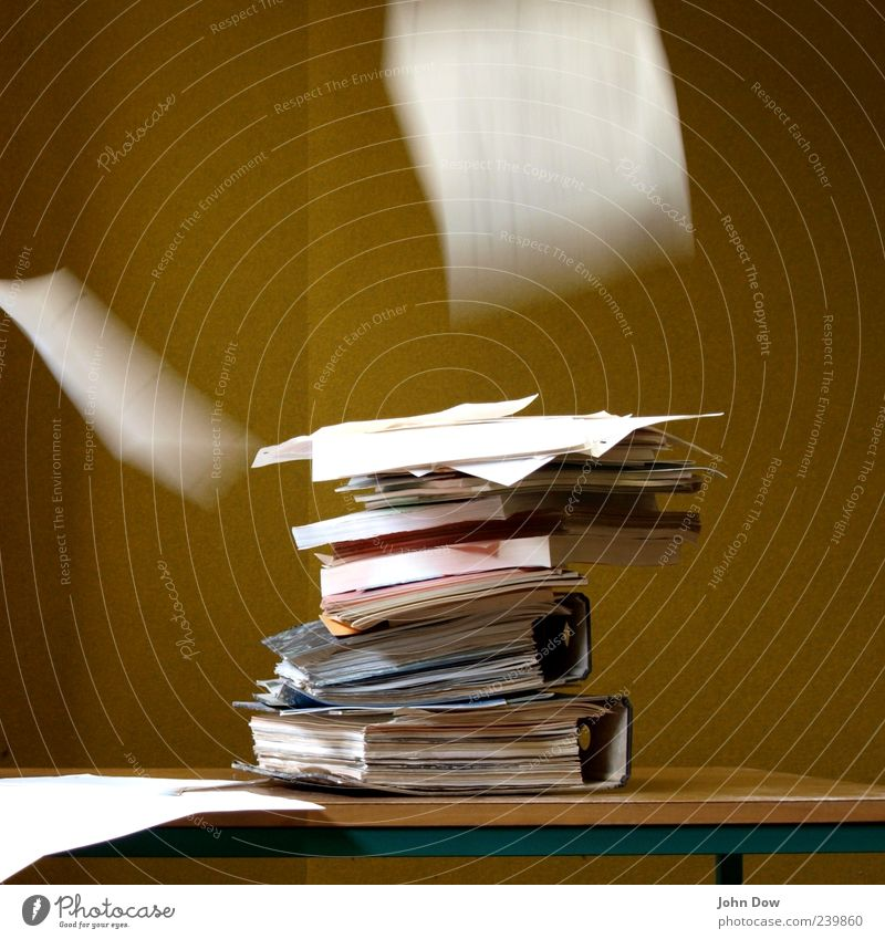 a gust of wind (heaps of work) Arbeit & Erwerbstätigkeit fliegen Buch Studium Papier Stress Bildung Arbeitsplatz Stapel Aktenordner Erschöpfung Ausdauer fleißig