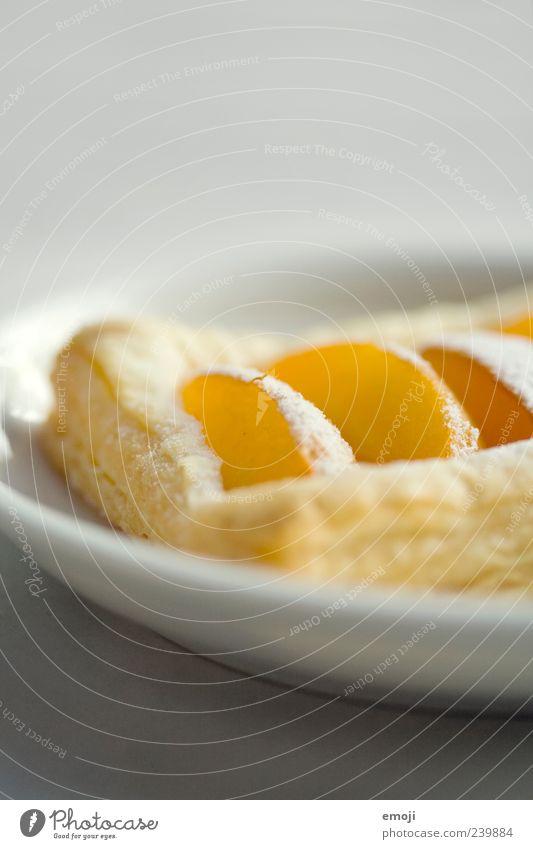 Gebäck Frucht Teigwaren Backwaren Dessert Süßwaren Ernährung Fingerfood Teller lecker Aprikose orange Farbfoto Innenaufnahme Studioaufnahme Textfreiraum oben