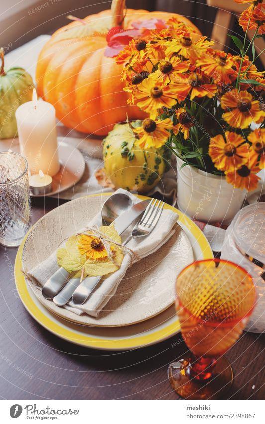 herbstliche traditionelle saisonale Tischkultur zu Hause Abendessen Teller Besteck Dekoration & Verzierung Restaurant Feste & Feiern Erntedankfest Halloween
