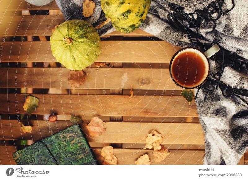 gemütlicher Herbstmorgen im Landhaus Tee Lifestyle Erholung Garten Dekoration & Verzierung Tisch Wärme Blatt Holz träumen heiß modern Geborgenheit bequem fallen
