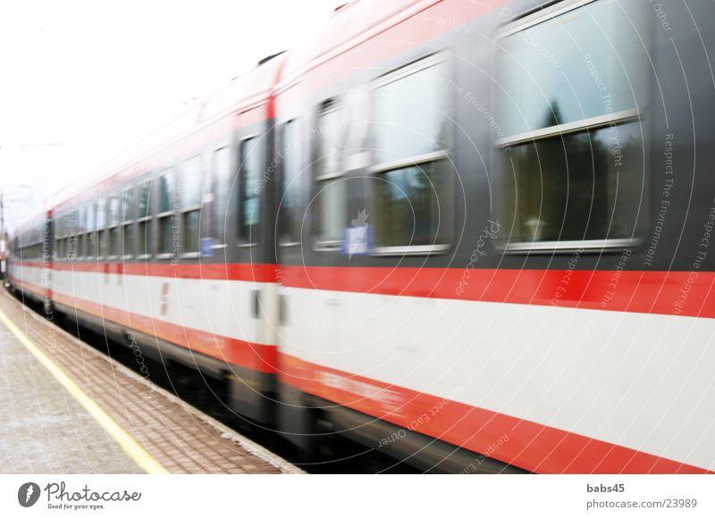 Zug Ferien & Urlaub & Reisen Verkehr Eisenbahn fahren Bahnhof