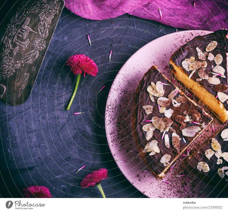 drei Stück Käsekuchen Dessert Süßwaren Teller Restaurant Blume Essen frisch lecker oben rosa schwarz weiß Kuchen Mandel Hintergrund backen Bäckerei Schokolade