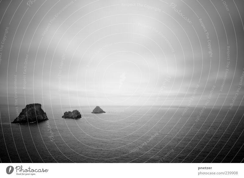Sehnsucht Umwelt Natur Landschaft Urelemente Wasser Himmel Wolken Klima Klimawandel Wetter Felsen Wellen Küste Meer Insel außergewöhnlich gigantisch schwarz