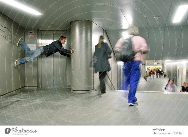 rush hour Mensch Wand lustig gehen außergewöhnlich Verkehr Körperhaltung skurril Verkehrswege U-Bahn Stahl Tunnel Personenverkehr Fußgänger zwischen verkehrt