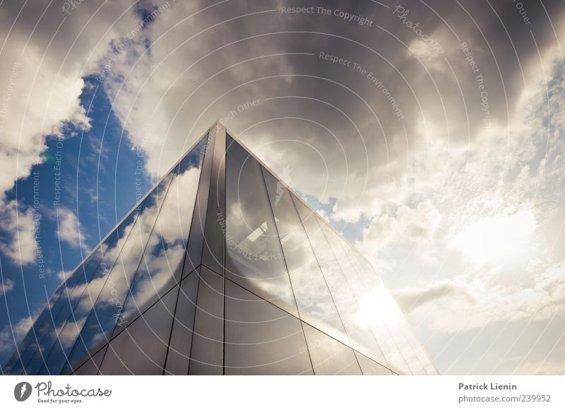 Menschheit Sonne Haus Urelemente Himmel Wolken Schönes Wetter Gebäude Architektur Fassade Fenster ästhetisch Dekadenz modern Wachstum unpersönlich Farbfoto