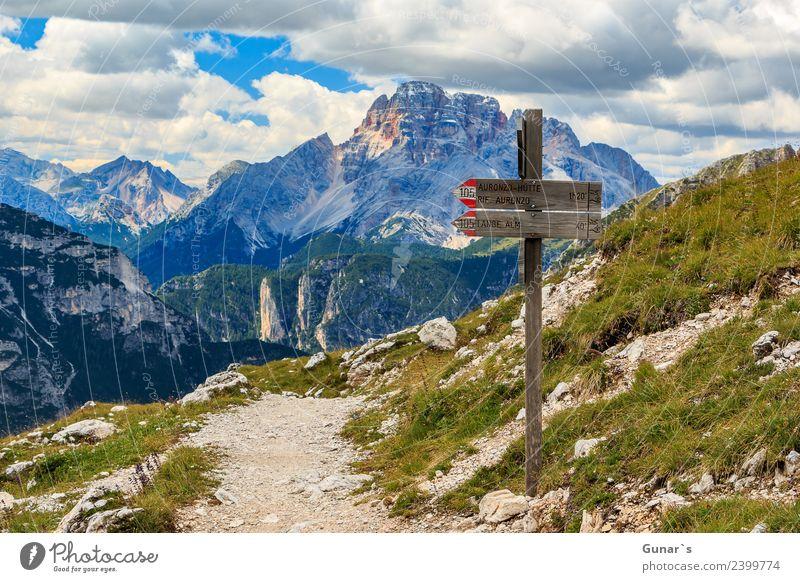 """Wegweiser und Blick zur """"Hohe Gaisl"""" Himmel Ferien & Urlaub & Reisen Sommer Landschaft Erholung Ferne Berge u. Gebirge Tourismus Freiheit Ausflug wandern"""