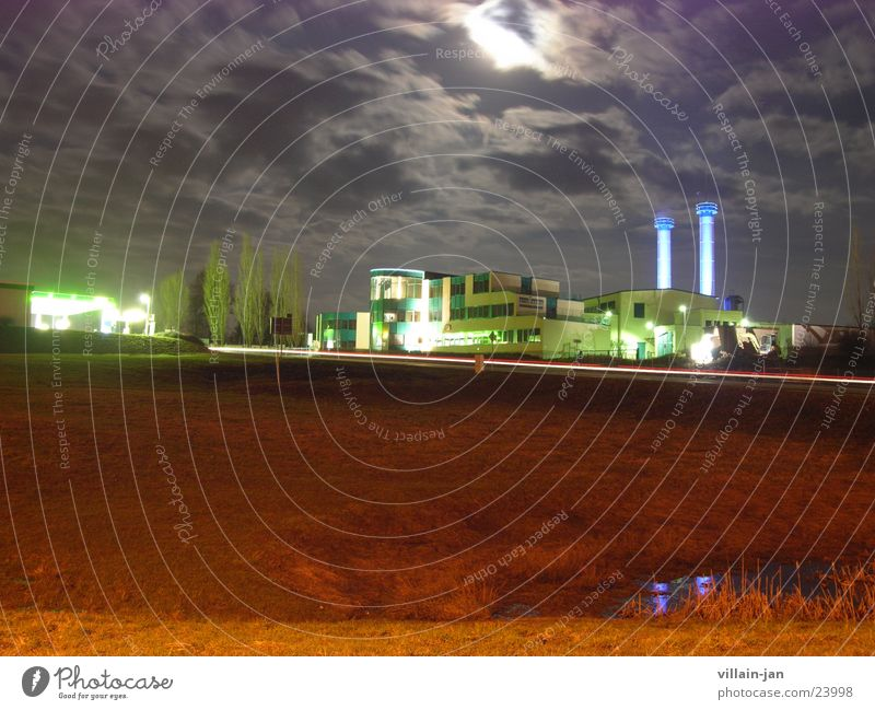 haus grün nummer 2 Nacht Langzeitbelichtung Gebäude Wiese Architektur Mond Schornstein