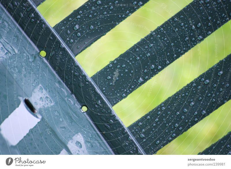 Arch Stantons verregnete Gartenmöbel Wasser gelb grau Linie Stimmung Regen Wetter nass Wassertropfen Streifen trist Tropfen Kunststoff Flüssigkeit unbeständig