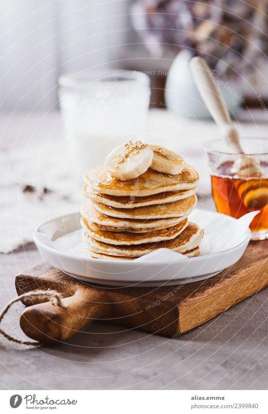 Pancakes mit Bananen und Ahornsirup Pancake Rocks Pfannkuchen Crêpe Dessert Vegane Ernährung süß amerinakisch kochen & garen backen Gesunde Ernährung Speise