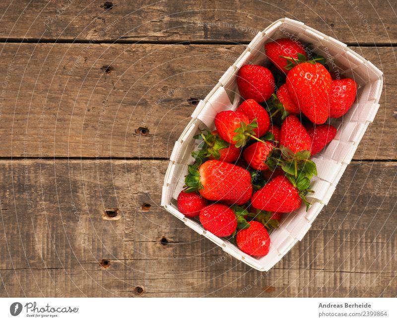 Frische Erdbeeren, Bioprodukte, Erdbeersaison Frucht Dessert Vegetarische Ernährung Diät Gesunde Ernährung Sommer Natur lecker süß strawberries red fresh food