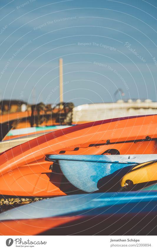 Boote zum Verleih am Strand Ferien & Urlaub & Reisen Sommer blau Farbe rot Freude Lifestyle Stil Glück Wasserfahrzeug Freizeit & Hobby Lebensfreude Sommerurlaub