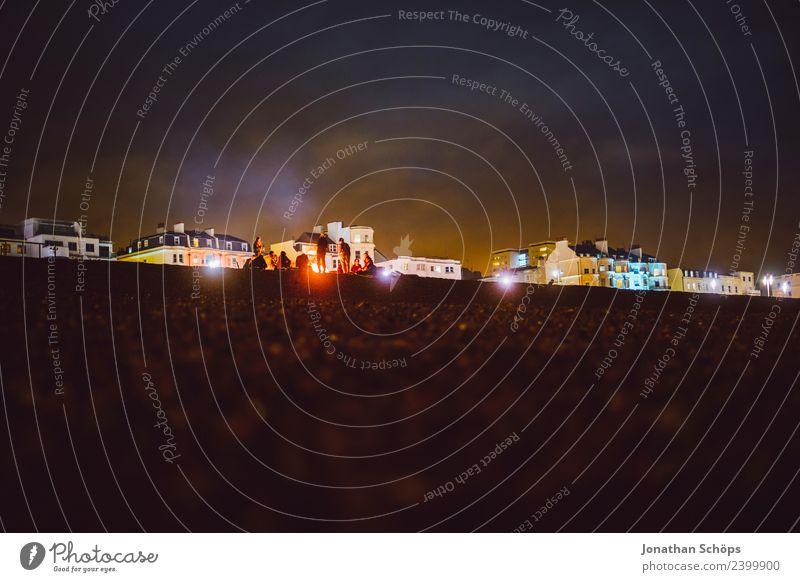 Lagerfeuer am Steinstrand, Brighton, England Ferien & Urlaub & Reisen Jugendliche Haus Strand dunkel Hintergrundbild Feste & Feiern ästhetisch Feuer Feierabend