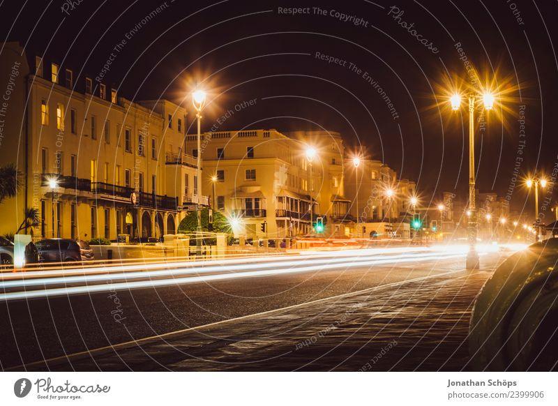 Straße bei Nacht am Brighton Beach, Brighton, England Stadt Haus Ferne dunkel Hintergrundbild Stadtleben PKW Verkehr ästhetisch Geschwindigkeit