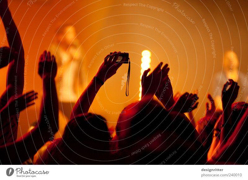 Mitschnitt Mensch Hand Musik Fotografie Show Konzert Veranstaltung Band Bühne Menschenmenge Jugendkultur Begeisterung Fan Fotografieren Musiker Sympathie