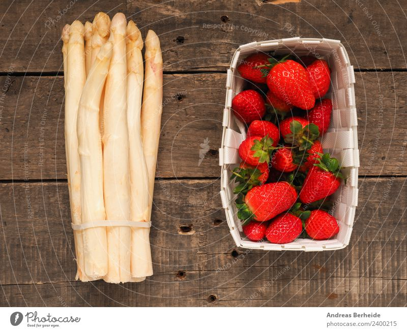 Spargel und Erdbeeren Dessert Sommer Natur frisch Gesundheit lecker health healthy juicy leaf natural nutrition organic raw red ripe rustic strawberries