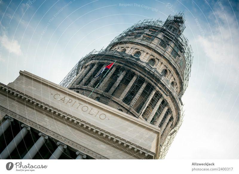 Capitol in Havanna Kuba Kapitol Sehenswürdigkeit Wahrzeichen Regierungssitz Sightseeing Politik & Staat Sozialismus Baustelle eingerüstet Gerüst Baugerüst